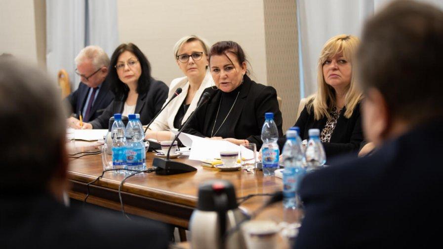 01 - 02 - 2019 - Uzgodniono sposób podziału podwyżek dla pracowników cywilnych resortu - źródło MSWiA (...)